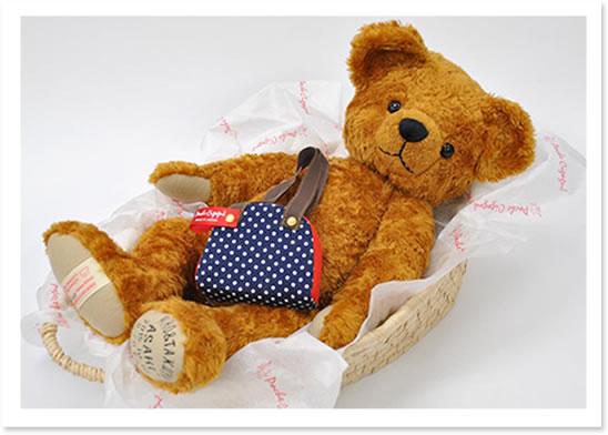 トレジャーバッグ付き 赤ちゃんを運ぶ「クーファン」に使われる自然素材「メイズ」のバスケットに寝かせてお届けします。
